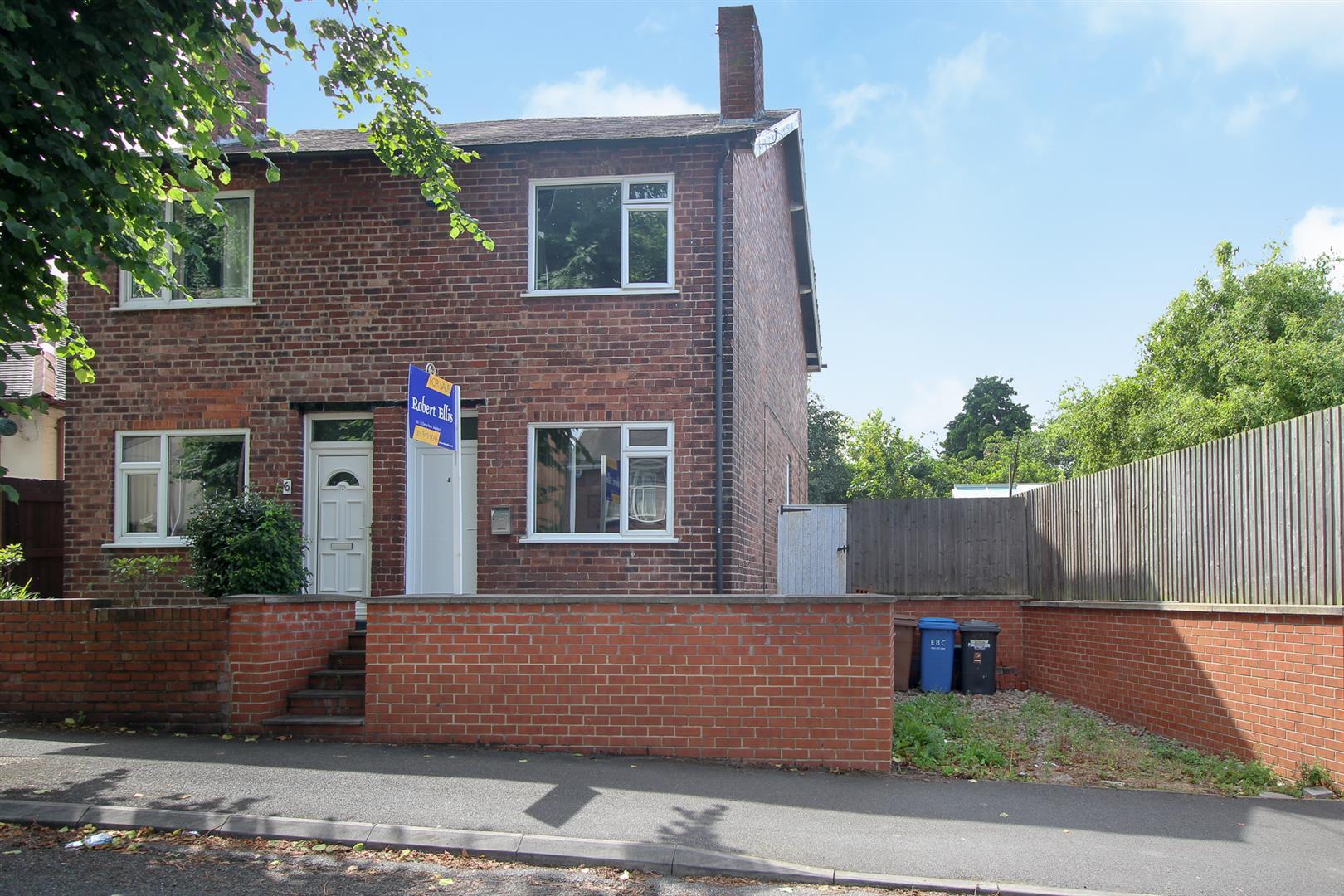 2 Bedrooms Semi Detached House for sale in Kingsway, Ilkeston